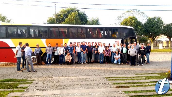 O escritório da EMATER de Contenda organizou uma excursão para levar produtores locais ao Encontro .